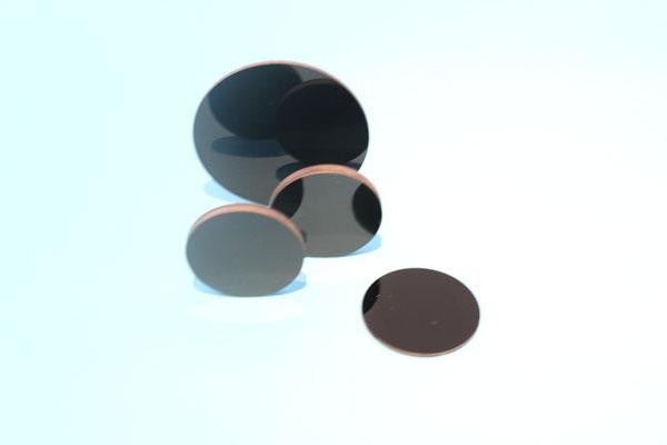 红外透射可见吸收玻璃
